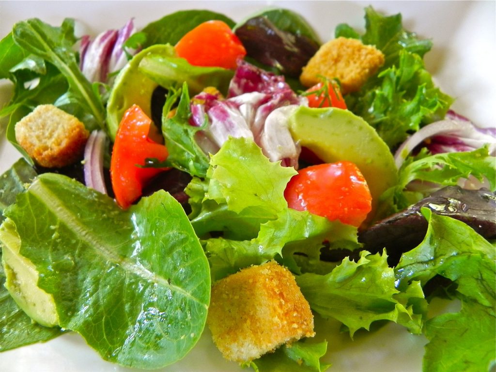 Simple side salad maryann ridini spencer for What sides go with fish